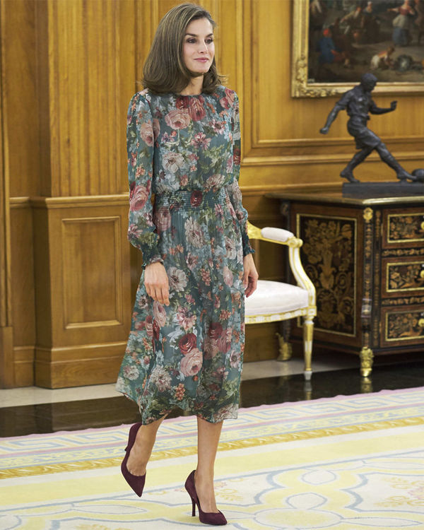 Королева Испании Летиция в платье Zara фото