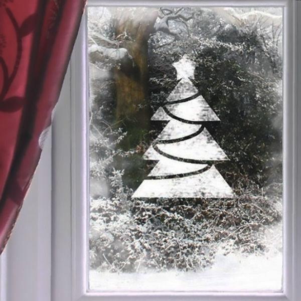рисунок елочки сиропом и сахарной пудрой на окне к Новому году фото